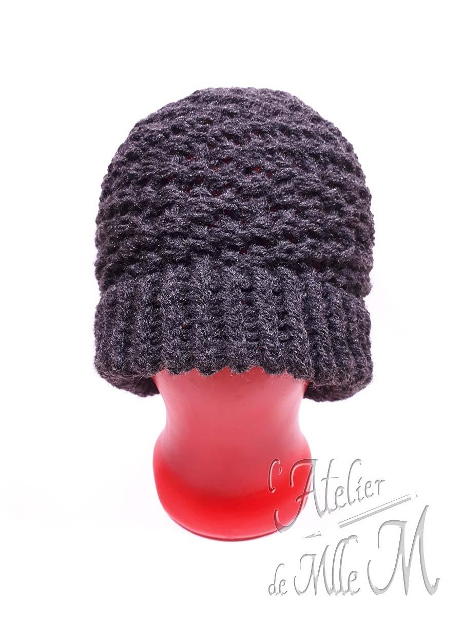 Un motif élégant pour ce bonnet pour homme réalisé au tricotin géant. Composition : laine Tricotiné suivant le patron gratuit (en anglais sous-titré français) de Tuteate : https://youtu.be/bzJfzGVzkQc