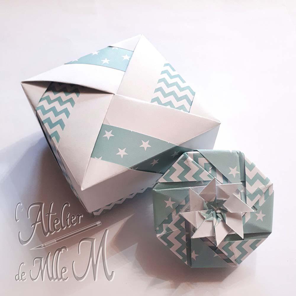 Deux boîtes origamis réalisées d'après des tutos vidéos en ligne.