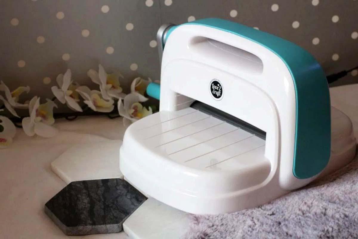 Photo de la machine de découpe et d'embossage Love 2 craft de chez Action