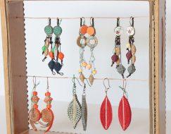 Boucles d'oreilles en carton de Sarreve artisanat.