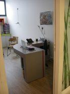 Bureau d'angle en carton pour un cabinet médical par SG Mobilier Carton – Angers.