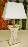 Lampe en carton réalisée par Thérèse M. pendant un atelier de la boîte à C.