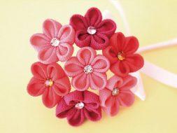 Exemple de fleurs tsumami zaiku confectionnées avec la forme maru-tsumami.